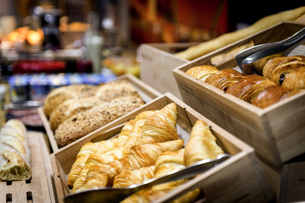 BAKERY AND PASTRIES (Fresh & Frozen) Astore